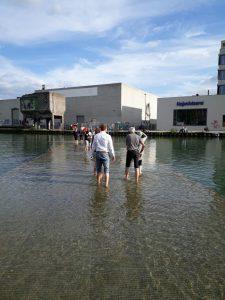 OSTBEVERNER laufen über Wasser